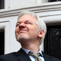 Hah-Hah! Julian Assange Trolls the Hell Out of Hillary Clinton With #PresidentsDay Jab