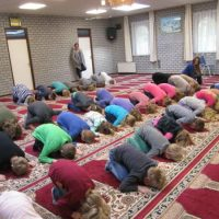 Dutch School Children Taken to Islamic Mosque – Told to Pray to Allah