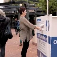Oregon Polling Station Tells Voters to Drop Off Their Ballots in Book Drop — The Library will Open at Noon! (VIDEO)