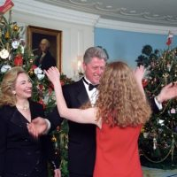 2020 VISION? Hillary Christmas message includes photo from White House