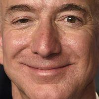 Bezos' Cringey Texts Allegedly Leaked by Brother of His Mistress