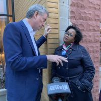 NYC woman flies to Iowa, confronts de Blasio over city's public housing
