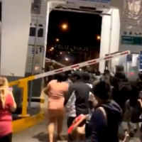 VIDEO: Cubans storm Juarez-El Paso vehicle checkpoint before dawn — 'We're going to cross!'