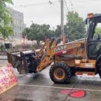 After Two Confirmed Murders in Seattle's CHAZ/CHOP, SDOT Crews Remove Barricades with Heavy Machinery – Defiant Squatters Rebuild Barriers (VIDEO)